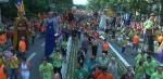 Desenes de milers de persones surten al carrer